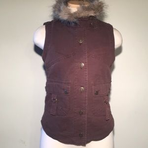 BB Dakota Vest with Detachable Fur Collar